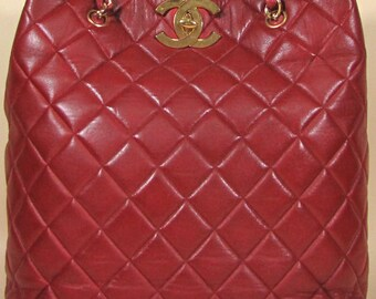 80s CHANEL Lipstick red large tote with a gold CC hock and chain straps