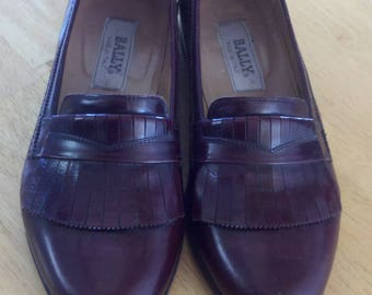 leather flat shoes  loafers  burgundy leather shoes   Italy   men's 7.5  women's 9.5   fringed tongue