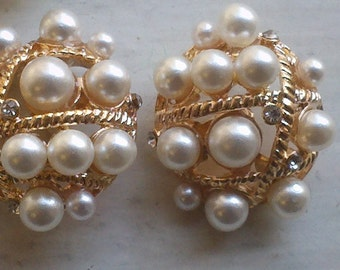 Large Gold metal Buttons With Pearls and Rhinestones.  Oval Shaped, 25mm x 20mm. 10 Pieces Set