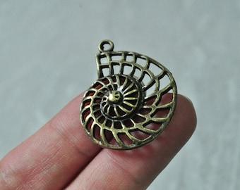 12pcs Antique Bronze Hollow Sea Snail Charm Pendant Conch Trumpet Shell 29x35mm PP947