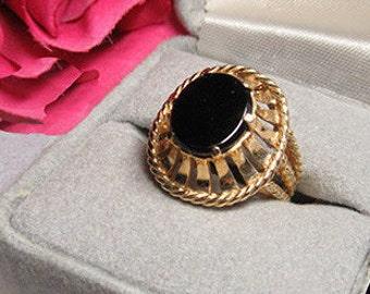 Vintage 14k gold onyx ring openwork design. Stamped 14k
