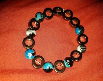 Glass and hemetite beaded bracelet