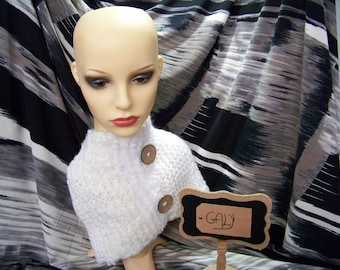 Hidden neck (snood) or covers head (white, broken) with 2 big buttons #206