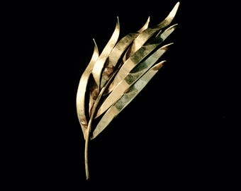 A 60s Art Piece Leaf Brooch             GJ2565