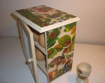 """Egg box cottage chic """"in the forest"""""""