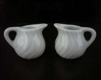 1x White Scalloped Round Pitcher Dollhouse Miniatures Food Deco Kitchenware Jewelry