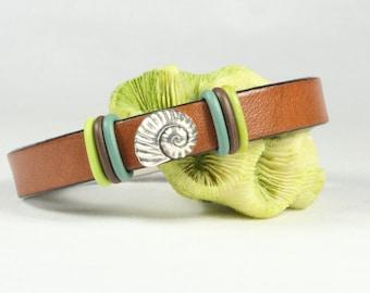 Shell bracelet, beach bracelet, Brown leather bracelet, Nature jewelry, Magnetic clasp, CarolMade L114