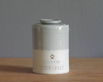 custom pet urn with ceramiclid. optional gold stamp, straight shaped urn with custom stamp. modern simple urn for ashes. modern pet urn