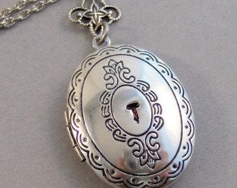 Monogram Locket,Locket,Silver Locket,Monogram,Personalize,Mom Necklace,Antique Locket,Monogram Necklace,Initial,Locket, valleygirldesigns.