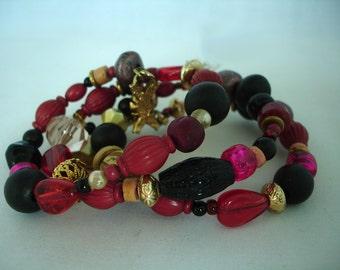 Mémoire - fil Bracelets - verre & perles acryliques - formes - rouge, noire, violette, dorée - réglable - unique taille - cadeau idée-multicolore