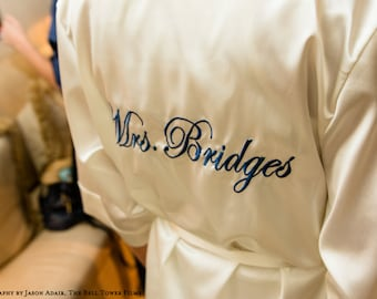 Personalized Mrs. Robe, Monogrammed Satin Robe, Bridal Robes, Custom Mrs. Satin Robe, bridal satin robe, bride robe, satin mrs robe