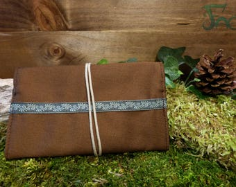 Pouch/tobacco Brown with khaki trim