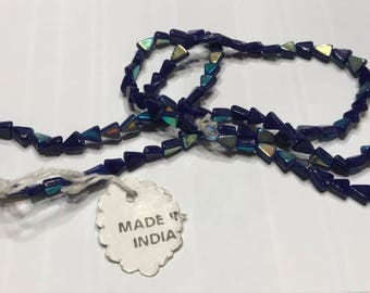 Sting about 100 irredesent glass beads made in India, (K17)