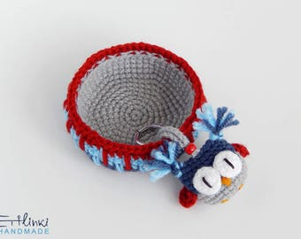 Housewarming Gift SET of Crocheted bowl & owl keychain. Key tray and keyring. Small crochet basket. Funny keychain. New home gifts.