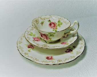 Beautiful Vintage Art Deco Royal Doulton Footed Rose Pattern Tea Trio Cup Saucer Side Plate WORLD WIDE SHIPPING