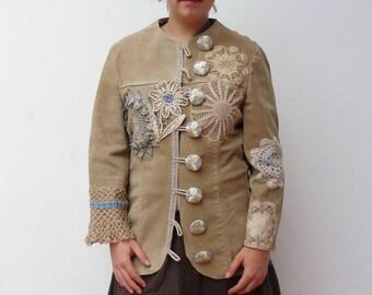 Böhmische Lederjacke Deckchen, verschönert, Tattered, häkeln, Vintage-Schätze, antiker Spitze, genäht, Pastell-Farben-Mischung