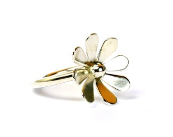 Silver flower ring, sterling silver daisy on round band, statement daisy ring, large flower ring, gift for women, one of a kind