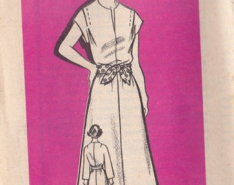 1960's Sewing Pattern - Mail Order Pattern No 9089 of  Long or Short Sleeved Dress Size 8 complete.  Bust 31 1/2 inch