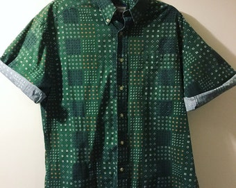 1980s Men's Vintage Green International Waters button up shirt size medium