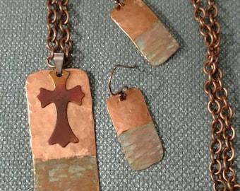 VENTE *** cuivre Croix ensemble de collier, Croix, boucles d'oreilles, acier traité de croix à la chaleur et Base pendentif, recyclé, patine, ensemble assorti de cuivre