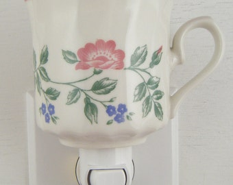 Churchill of England BRIAR ROSE Pattern Tea Cup With Pink Flowers And Green Leaves Night Light