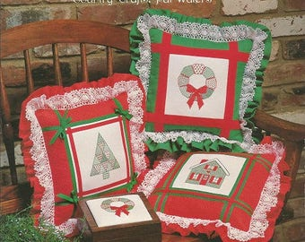 "Country Crafts ""A Quilter's Christmas Delight"" Cross Stitch Leaflet by Pat Waters"