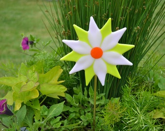 Glass Flower, Fused Glass Plant Stake, Garden Stake, Gardeners Gift, Housewarming Gift, Yard Decor, Garden Decor