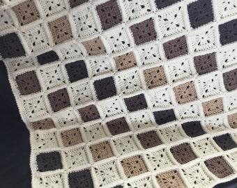 Crochet grannys square baby blanket