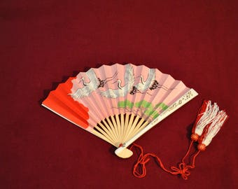 Paper cranes Japanese fan with gold color