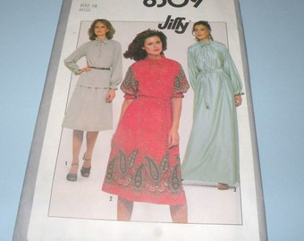 1977 Simplicity 8309 Blouse and skirt in two lenghts size 14 Uncut and Complete