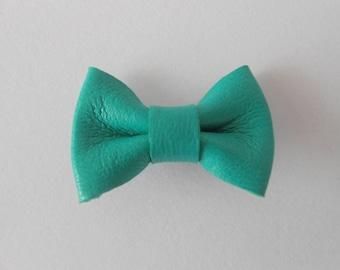 Mini 2 x 3 cm green leather bow