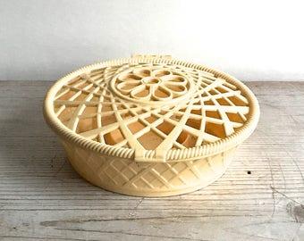 Vintage Plastic Thread Basket Shabby Cottage Notions Sewing Spool Holder