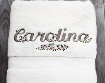 Pair of towels with embroidered name-the Ricamificio