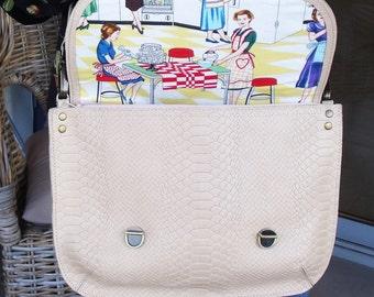 Off white messenger shoulder bag, Bag with colorful lining.