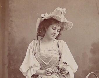 Flora Macdonald, Opera singer, D'Oyly Carte Opera Company, cabinet card, antique.  In costume, Warwick Whitlock, Manchester. 1896-1900.