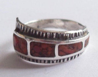 Vintage Sterling Silver Coral RB Signed Southwestern Native American Fleck Chip Band Size 6