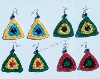 Small crochet triangular earrings