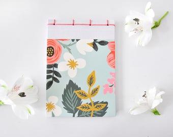 Kleines Notizbuch, handgemacht, Blumen, weiß, mint, rosa, grün - Geschenk, Journal, Tagebuch, Skizzenbuch, Reisetagebuch, Notizblock, Block