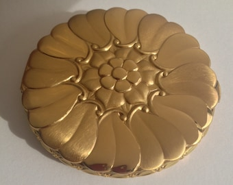 La mode repousse heart shaped Chrysanthemum Petal flower love Perfect Valentine Compact never used orig box puff and powder screen FINE