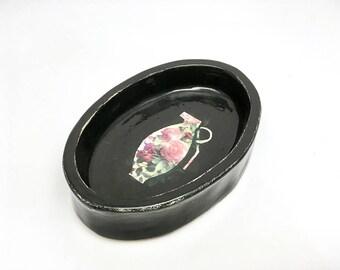 Ceramic ringdish with a flowerbomb, jewelry storage