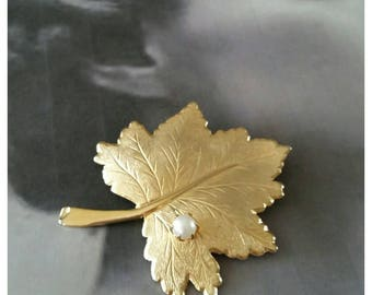 Sarah Coventry Leaf Brooch with Pearl, Gold