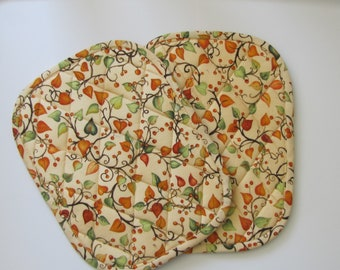 Leaves, vines and berry potholders - set of 2