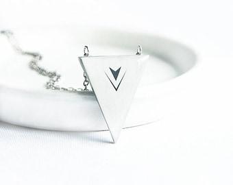 Minimalist triangle necklace tribal jewelry geometry necklace, collier pendentif