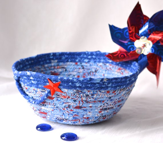 Memorial Day Decoration, Handmade Red White and Blue Party Bowl, Chip Bowl, Spring Picnic Basket, Gift Basket, Patriotic Decoration