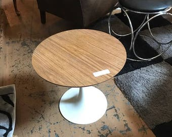 Vintage Tulip Table in the Style of Knoll