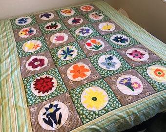 Full Size Quilt Appliquéd, One of a Kind Flowers Quilt, Handmade Floral Quilt, Multicolor Floral Applique Quilt, 1970s Flower Power Quilt
