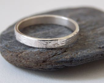 Fine hammered ring made of sterling silver.