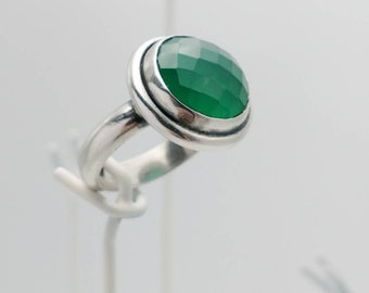 Women's Handmade Sterling Silver Ring with Checker-Cut Brilliant Green Agate. Size 6-3/4.