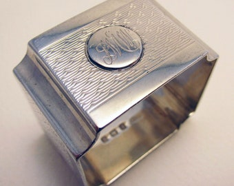 ART DECO Heavy 34.6g (1925) Hallmarked Solid Sterling Silver SQUARE Shape Serviette Napkin Ring. Early 20th-Century.