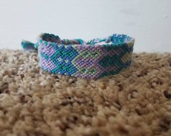 Double speartip friendship bracelet